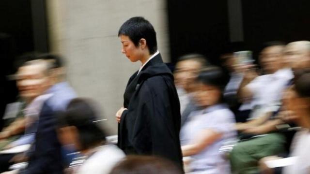 日本最美和尚大赛,冠军靠坐禅夺冠