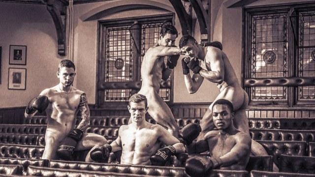 英国剑桥大学学生拍摄裸体日历