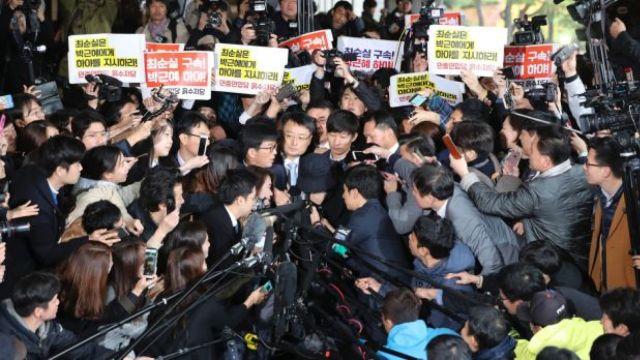 崔顺实否认指控,被检方紧急逮捕