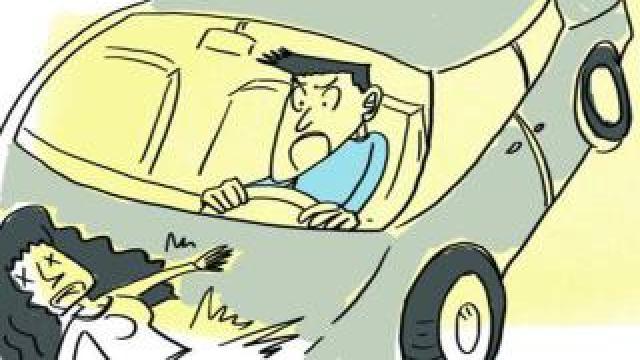 男子开车撞前妻,却撞飞了4名路人