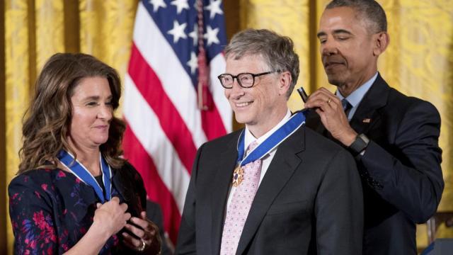 盖茨夫妇获勋章:公益让世界更美好
