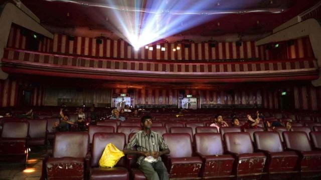 印度新法规:放电影前,先奏国歌