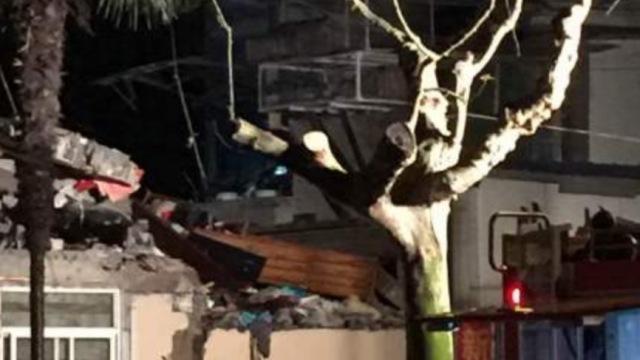 上海杨浦居民楼坍塌,一人受伤送医