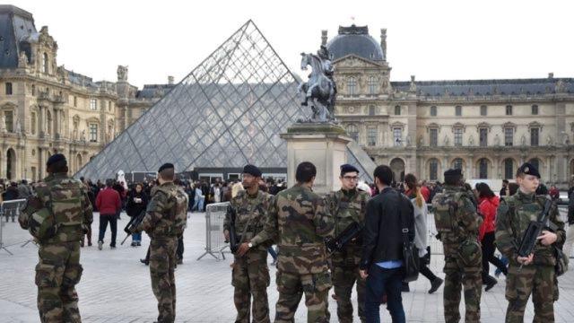 现场:法国卢浮宫发生持刀袭击事件