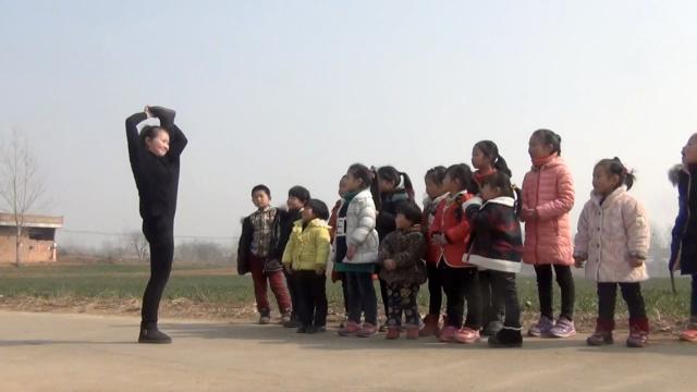 寒假怎么过?她教村里留守儿童跳舞