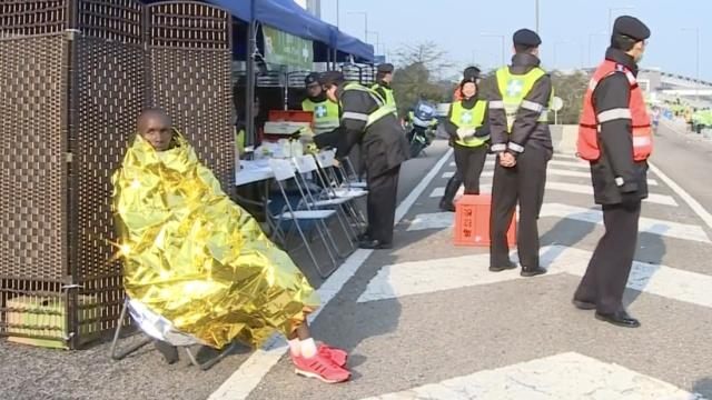 港马27人送医院,52岁跑者生命垂危