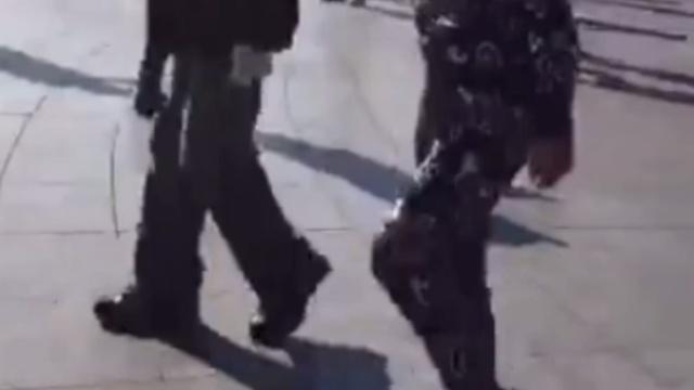 这鬼步!他好像是跳广场舞的假大爷