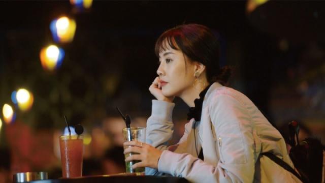 摩登女郎兰桂坊感受香港夜生活
