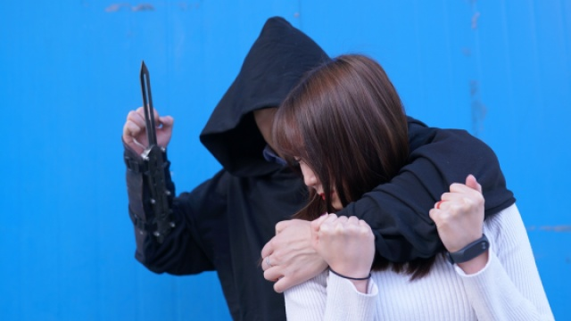 取悦妹子,你需要有一把刺客的袖剑