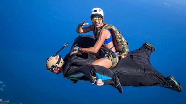穿充气衣跳伞是什么体验?