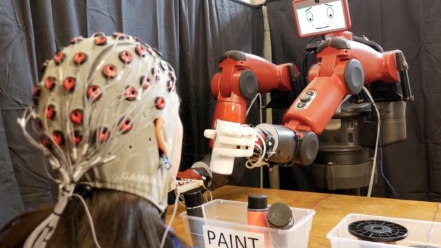 用意念控制机器人:麻省理工搞出来了