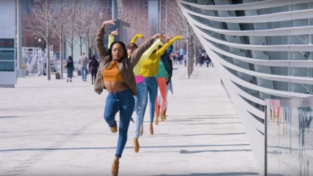 美国芭蕾舞团跳嘻哈,被骂毁了经典