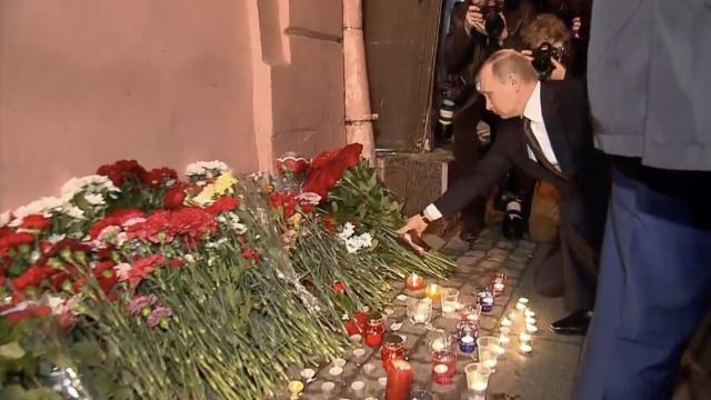 普京赴圣彼得堡爆炸现场:献花悼念
