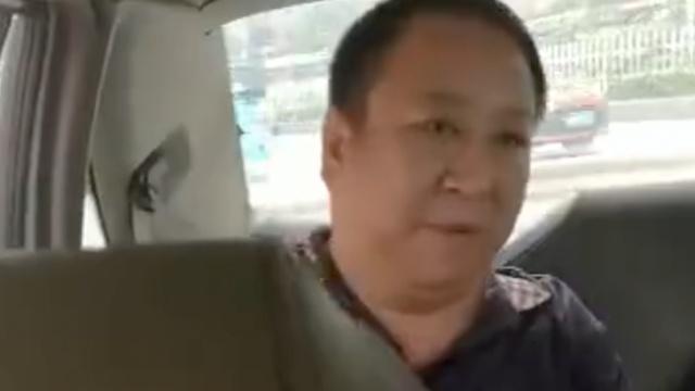 的哥提醒系安全带,乘客怒吼还报警