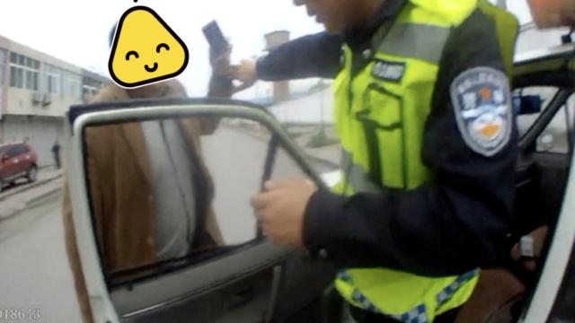 被抓后,司机求民警:老弟,接个电话