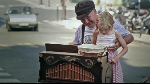 比利时街头最后一位手摇风琴艺人