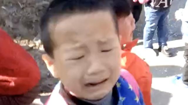 幼儿园校车与货车相撞,多幼儿受伤