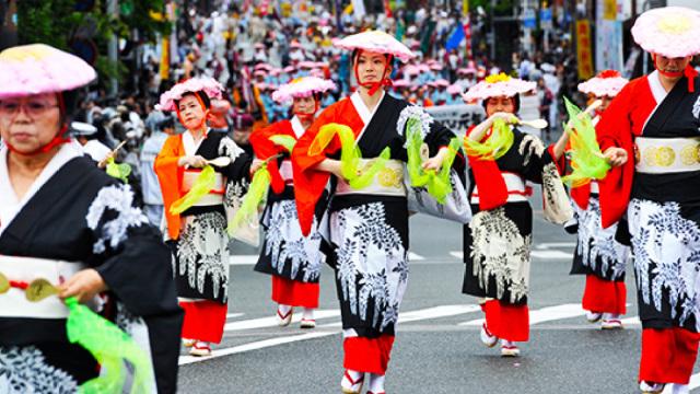直播:饭勺游行!日本主妇致敬自己