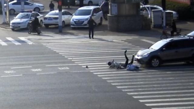 看完这段视频,你还敢骑车闯红灯?