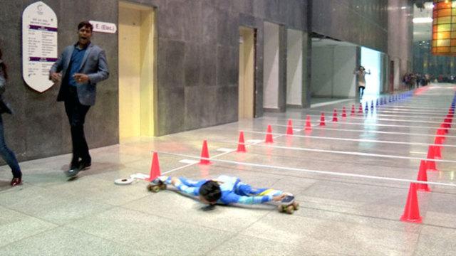 30厘米下滑行145米,印度小哥创纪录