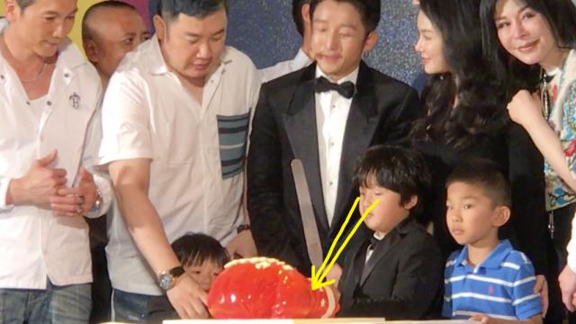 邹市明庆生,儿子持刀半小时等蛋糕