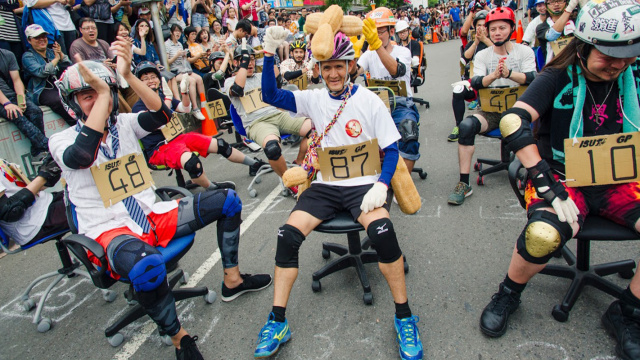 直播:赛车手组团赛办公椅,求过瘾
