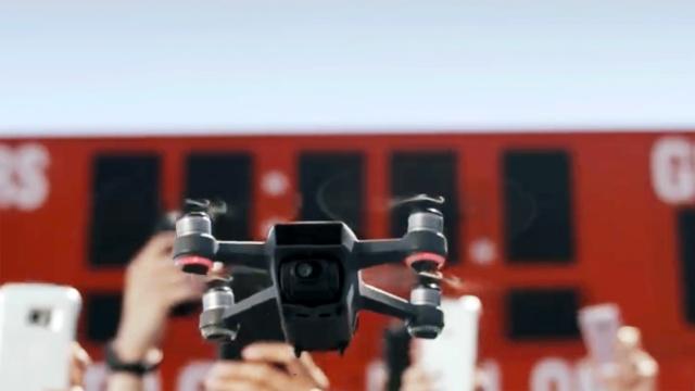 这款自拍无人机,支持手势控制