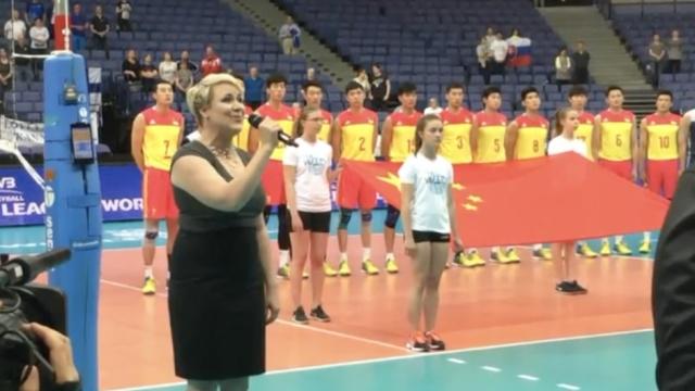 芬兰女孩清唱中国国歌,全程中文