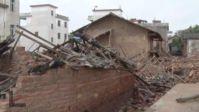 江西暴雨民宅被淹,土坯房成片倒塌