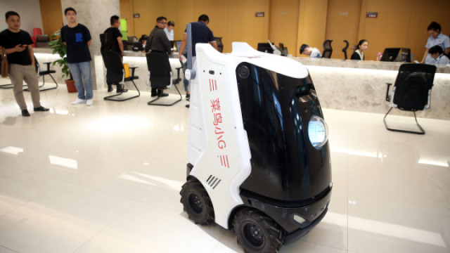 法院机器人快递员上岗