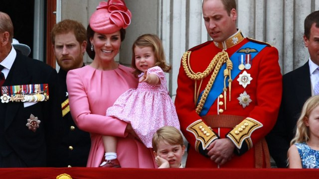 萌化!小王子在女王生日上抢尽风头
