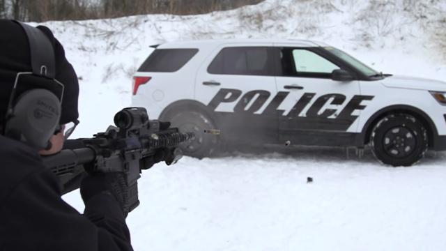 真枪实弹检验美国警车的防弹性能