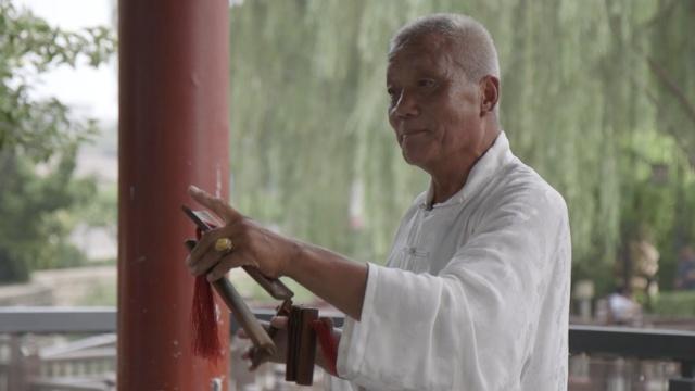 他姓爱新觉罗,胡同里踩了35年三轮