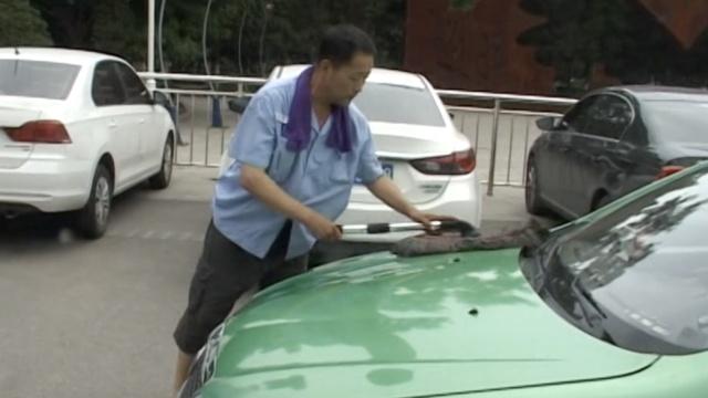 车内50度,的哥等生意省钱不开空调