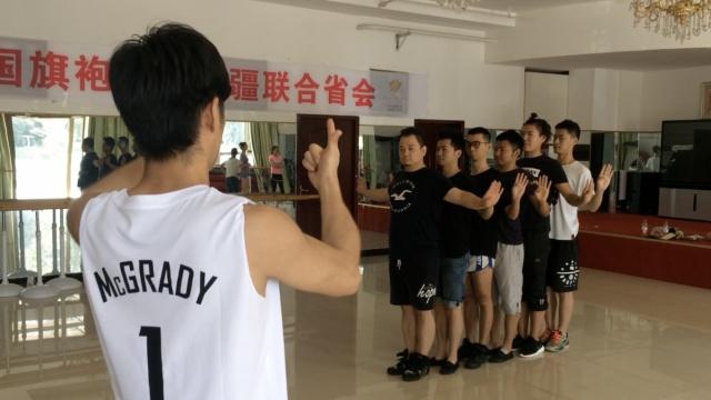 7聋哑人演绎男版千手观音,同样精彩