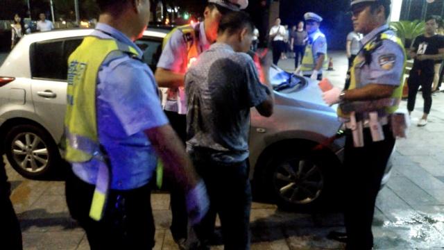 他醉驾遇查弃车狂奔30米,曾3次酒驾