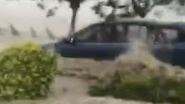 台风引海水倒灌,珠海数十小车趴窝