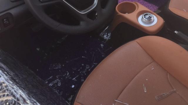女子被困共享汽车,砸窗要赔玻璃钱