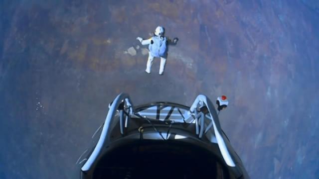 牛人从3.9万米的太空边缘跳下