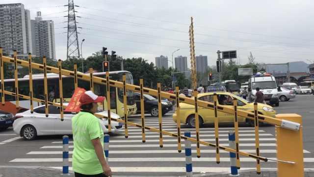重庆现首个斑马线栅栏,通行更安全