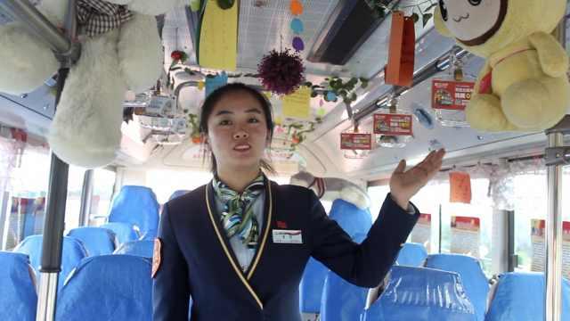 公交车厢挂娃娃,美女司机:爸爸送的