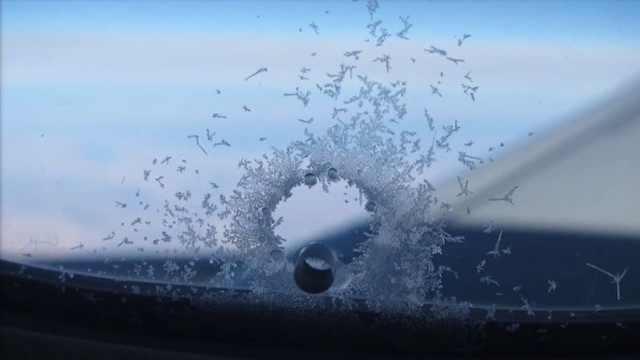 为什么飞机的玻璃上有一个小孔?