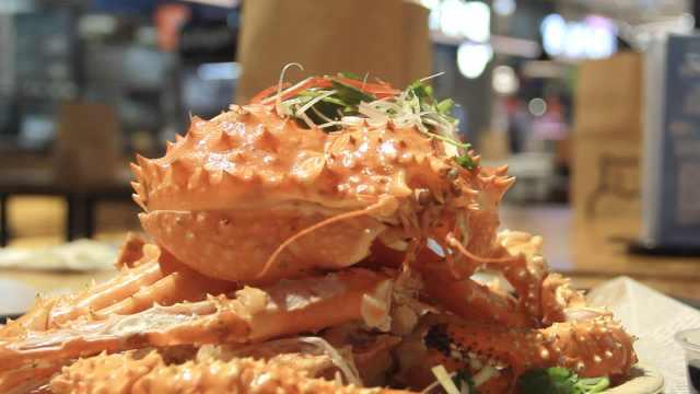 上海首吃!这是阿拉斯加黄金帝王蟹
