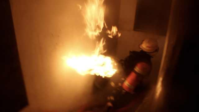 煤气罐喷射火焰!