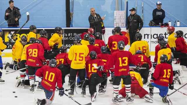 中国冰球队北美备战:华裔纷纷加盟