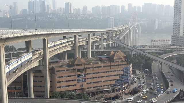 8D重庆:桥下楼房中间轻轨,桥上汽车
