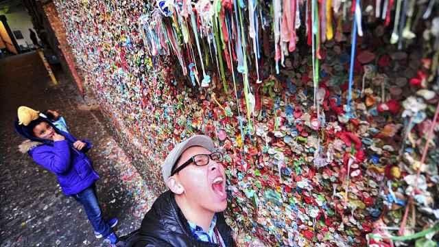 直播:百万口香糖粘墙,有20年前嚼的