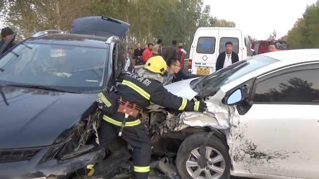 女司机逆行超车惹祸:看见车就傻了