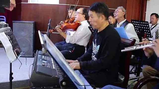 20多名残疾人成立乐团