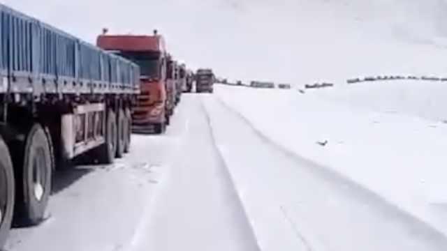 冰雪封山!格尔木至拉萨3千车受阻